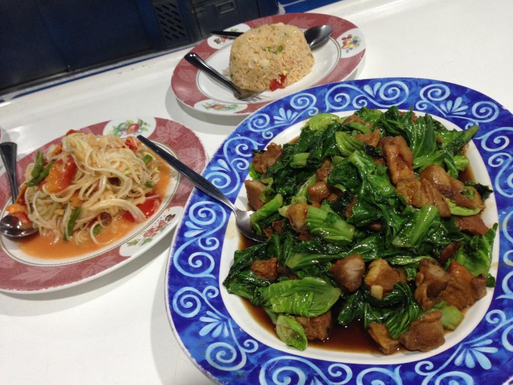 夜は、特別注文でタイ料理を満喫!